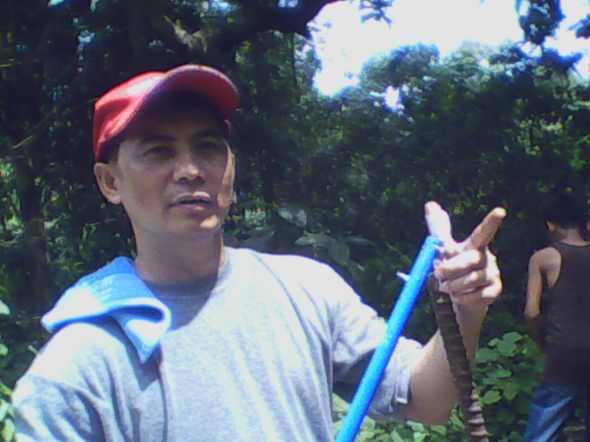 Ptr. Jun Ramirez shows off his wounded left index finger